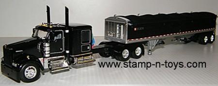 O/O KW W-900 with Grain Trailer