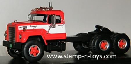 1963 IH Fleetstar F-2000-D Tractor